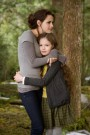 Breaking_Dawn_Bella_Renesmee_hug.jpg