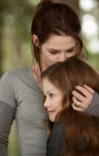 Breaking_Dawn_Bella_Renesmee_kiss.jpg